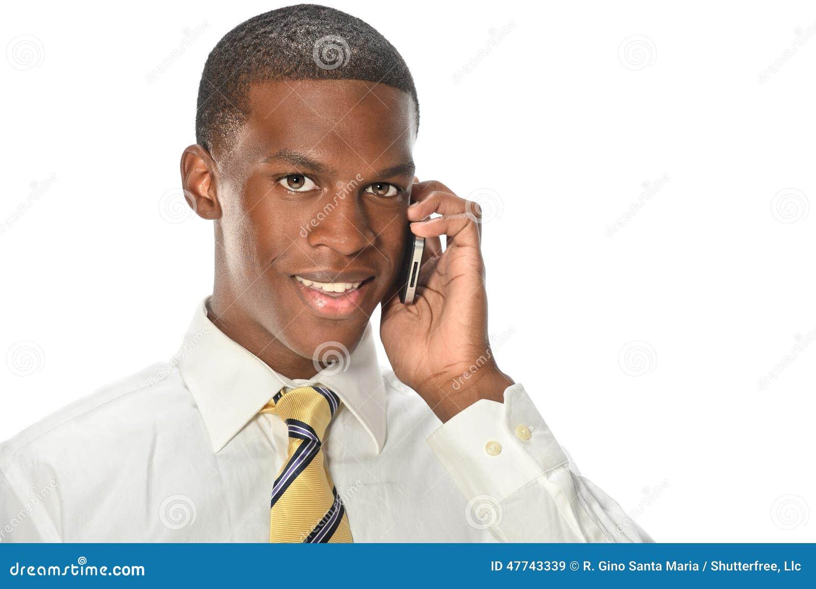 Hombre de negocios afroamericano Using Cellphone