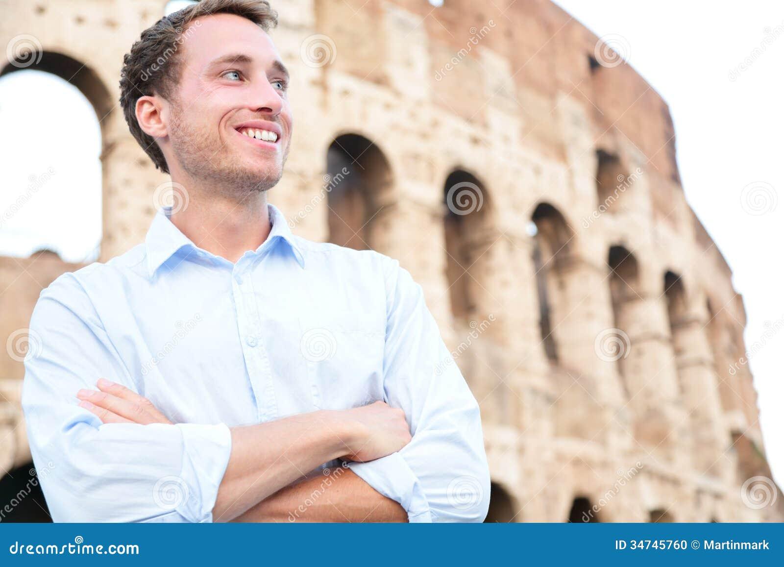 Hombre de negocios casual joven, Colosseum, Roma, Italia
