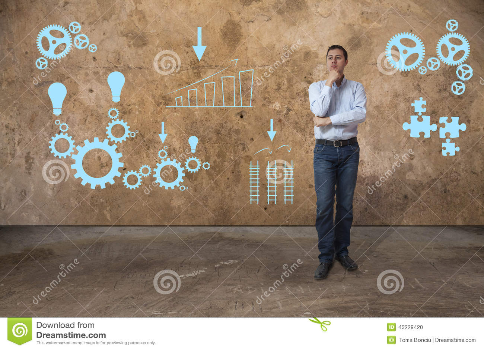 Hombre de negocios casual joven que soluciona problemas