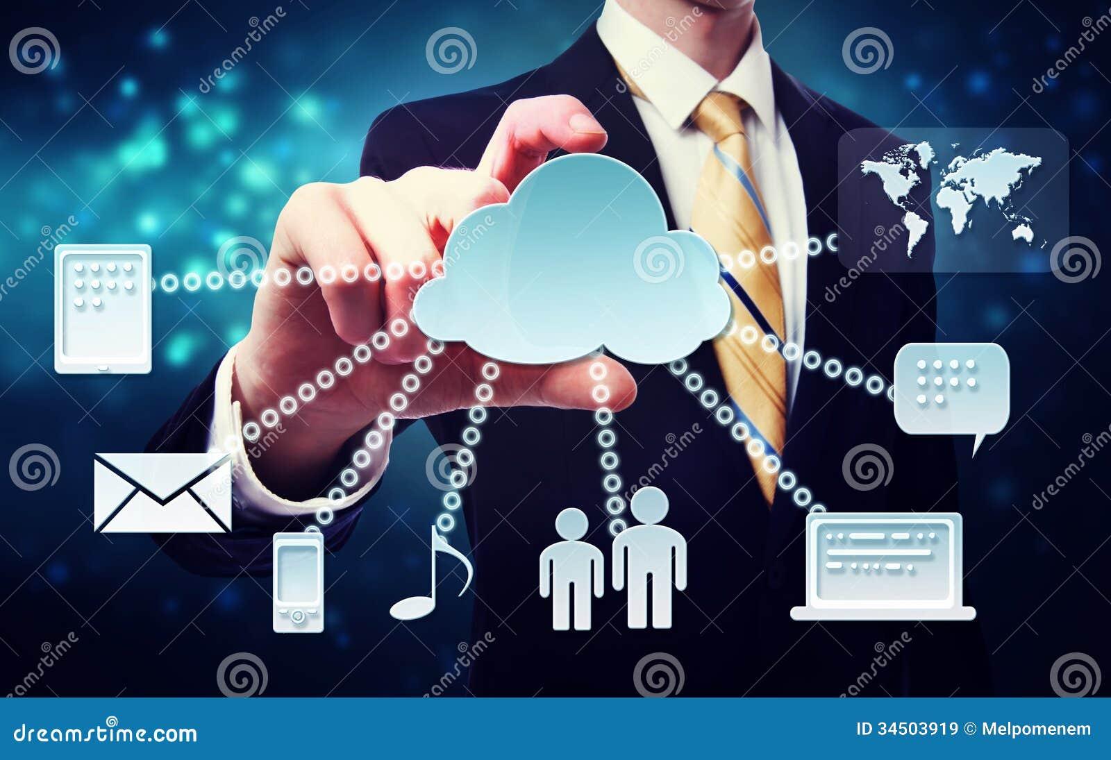Hombre de negocios con concepto de la conectividad de la nube