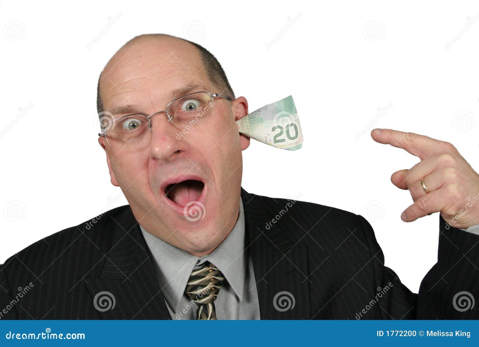 Hombre de negocios con el dinero que sale de sus oídos