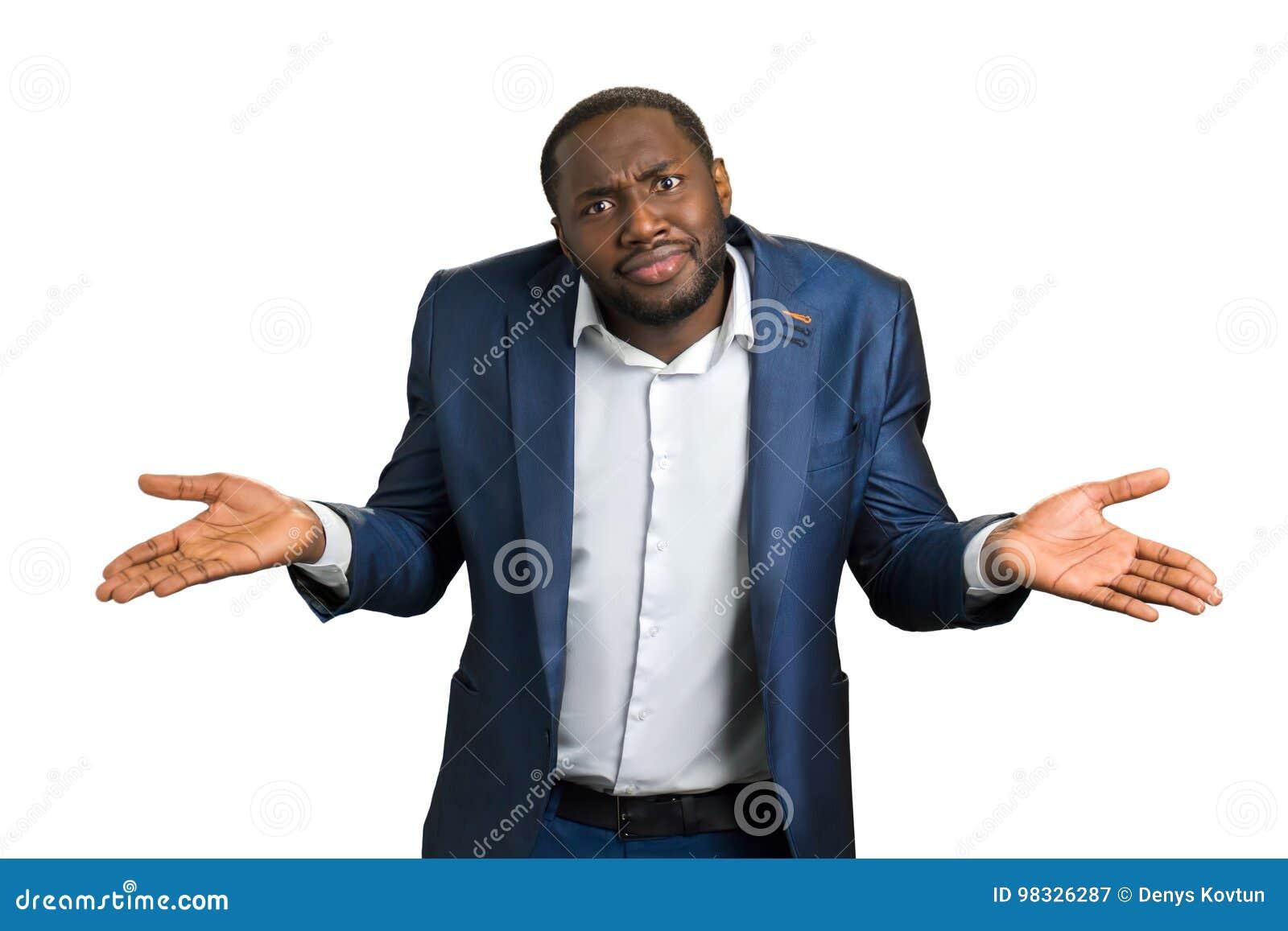 Hombre de negocios confuso en el fondo blanco