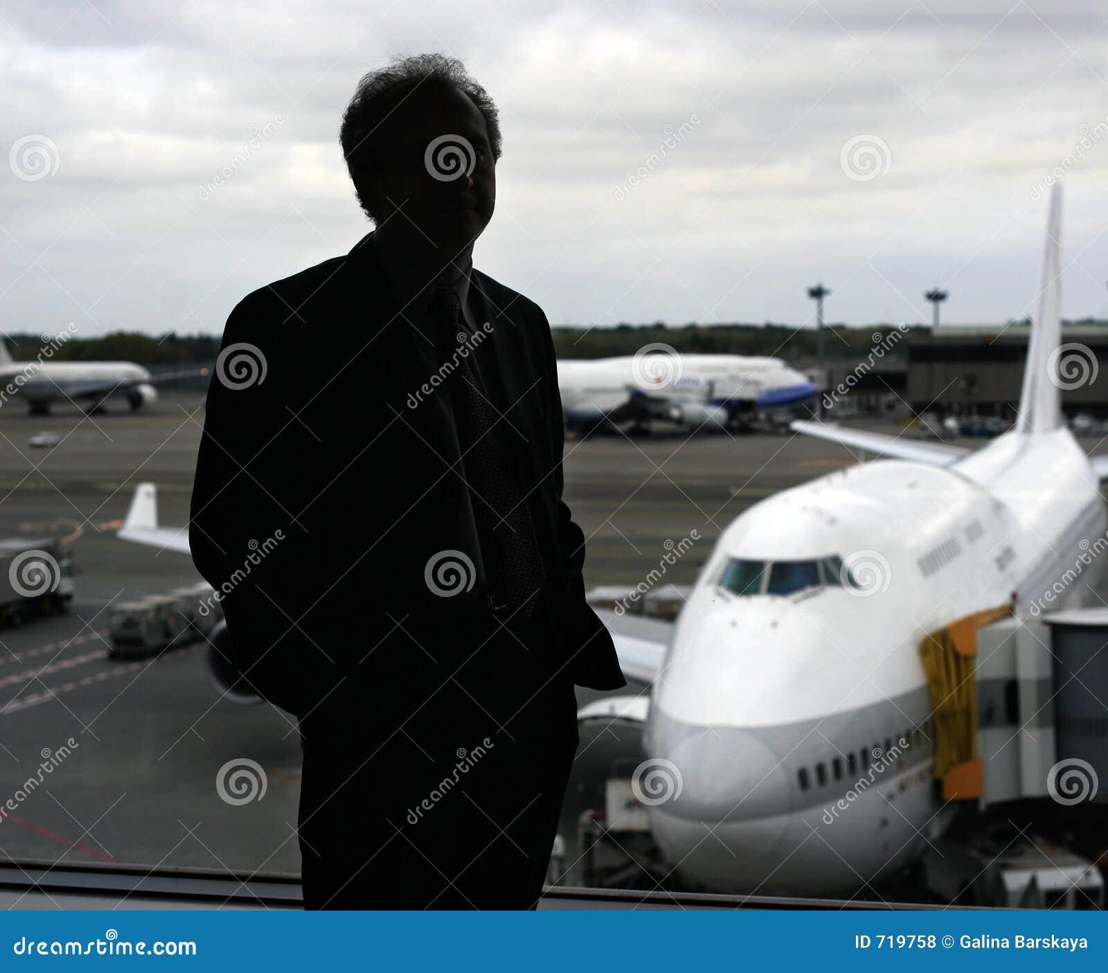 Hombre de negocios en el aeropuerto