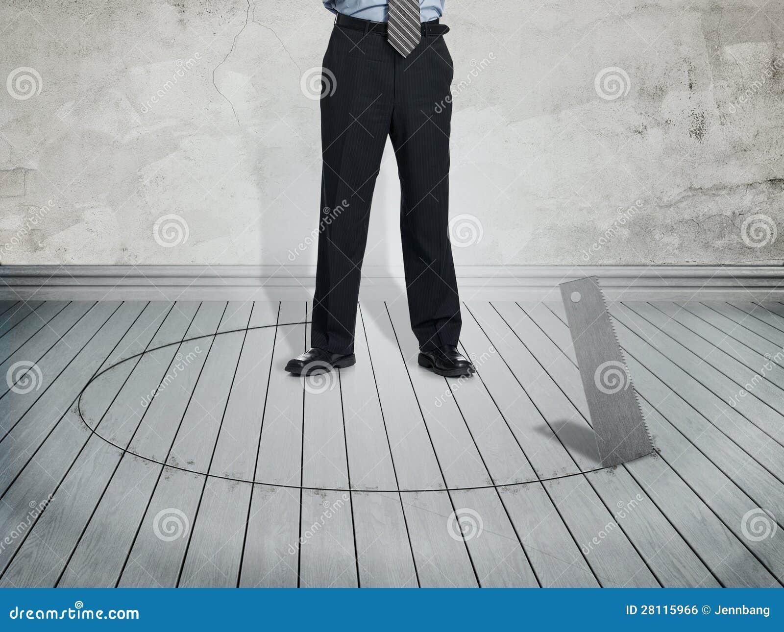Hombre de negocios en la situación del peligro