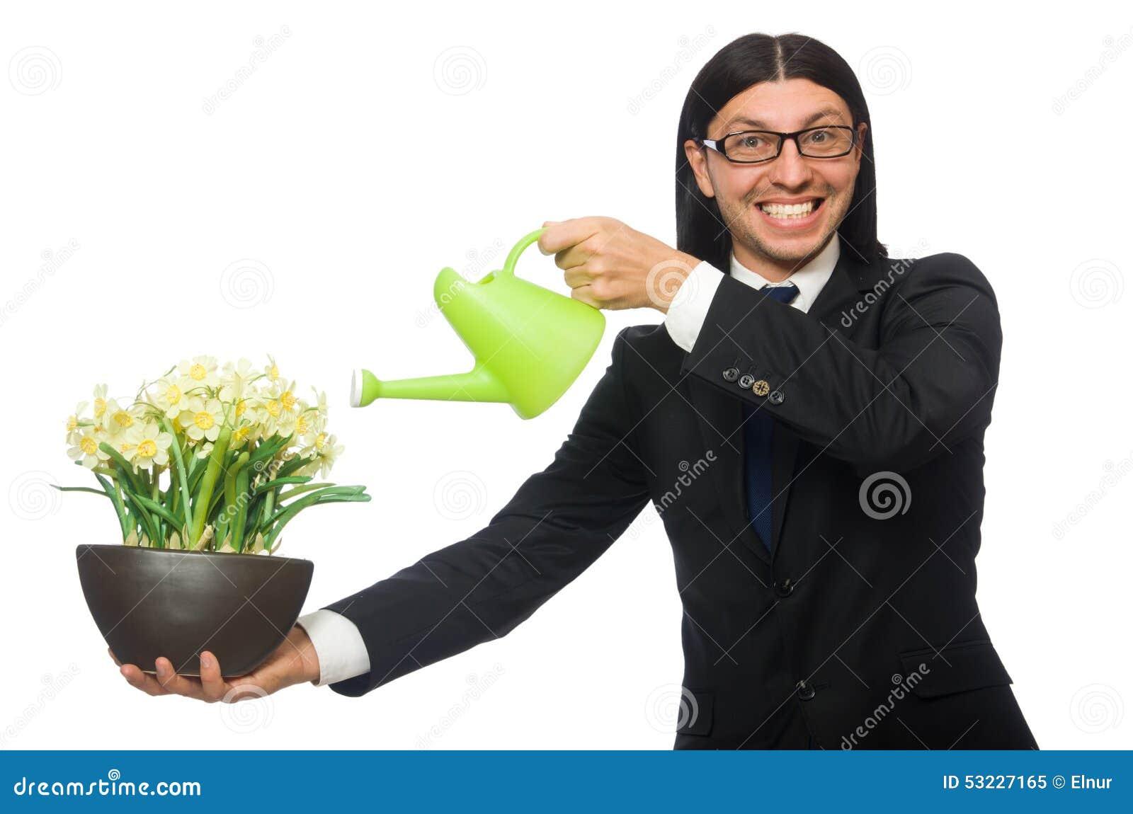 Hombre de negocios hermoso que sostiene las flores de la primavera