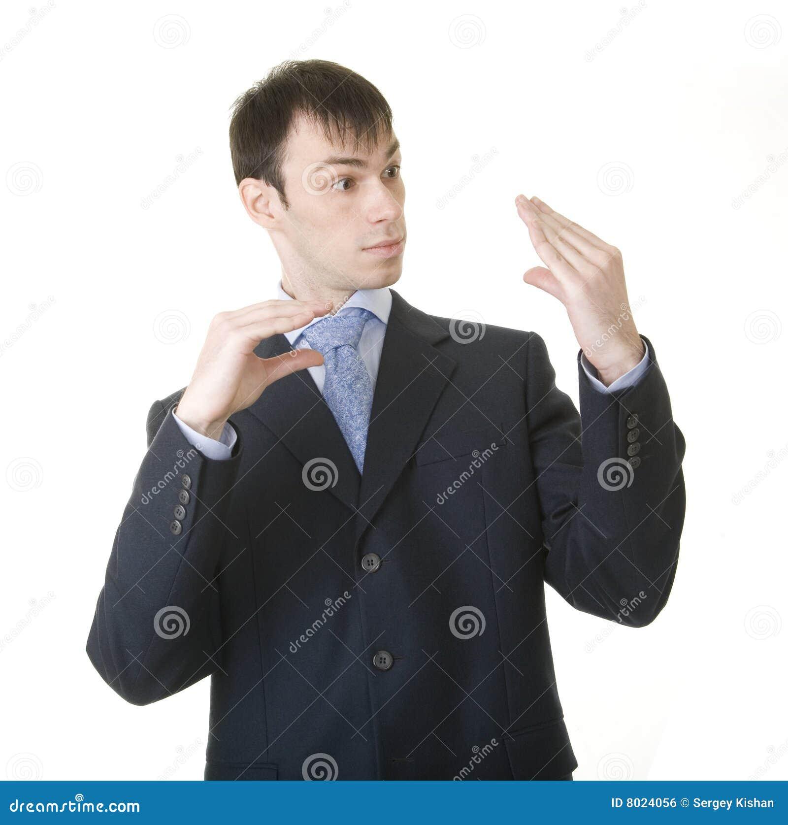 Hombre de negocios que imita el suyo charla con la protuberancia