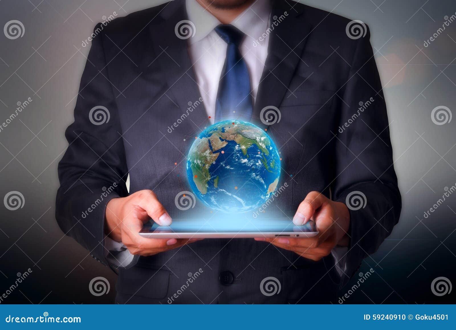 Download Hombre De Negocios Que Lleva A Cabo Tecnología De La Almohadilla Táctil Foto de archivo - Imagen de oficina, social: 59240910