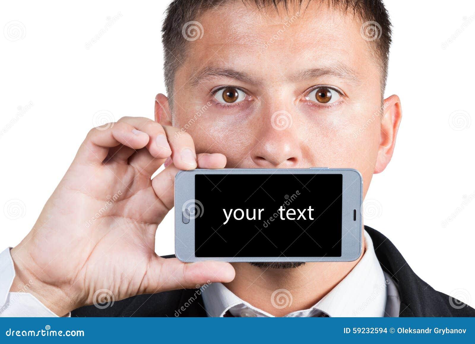 Hombre de negocios que muestra el teléfono
