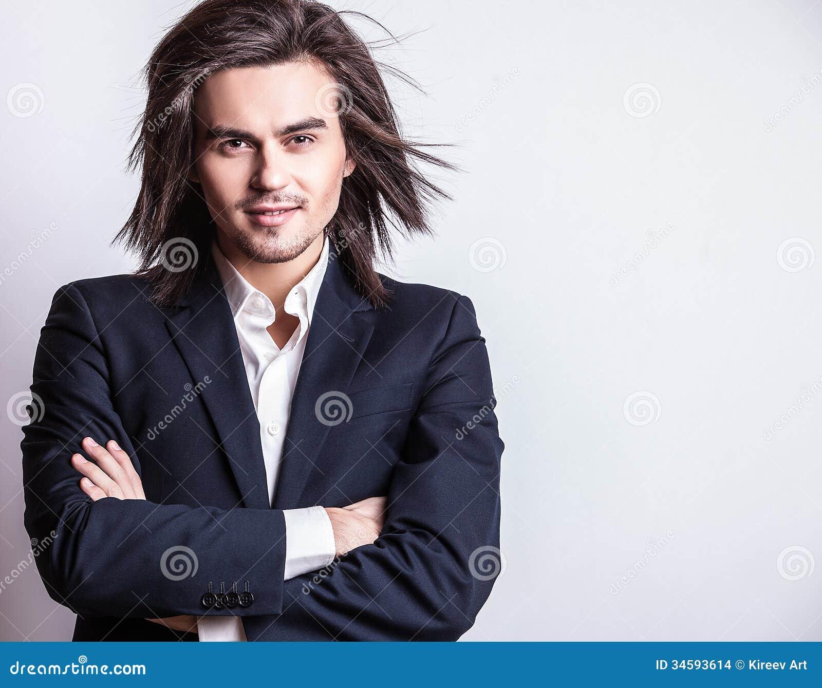 Hombre De Pelo Largo Hermoso Joven Elegante En Traje Foto De - Hombre-con-pelo-largo