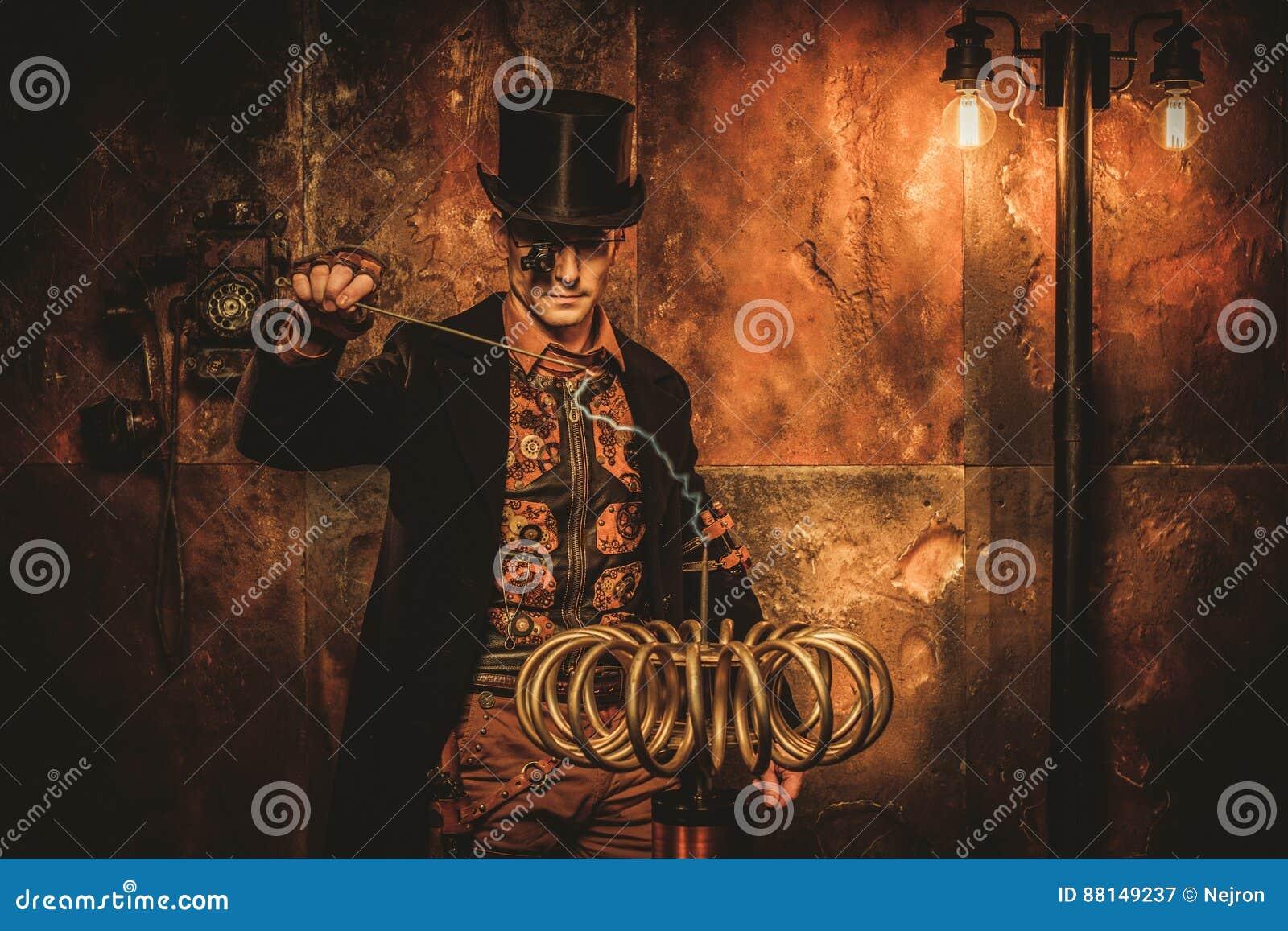 Hombre de Steampunk con la bobina de Tesla en fondo del steampunk del vintage