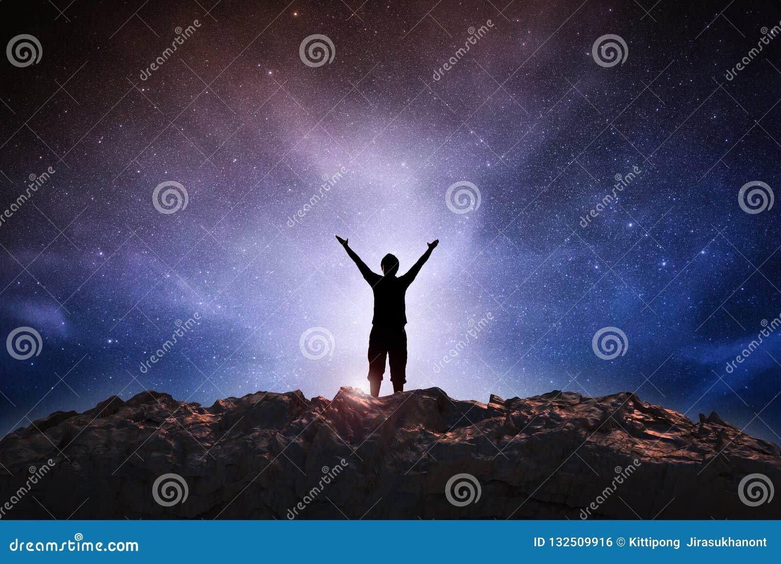 Hombre del éxito en espacio