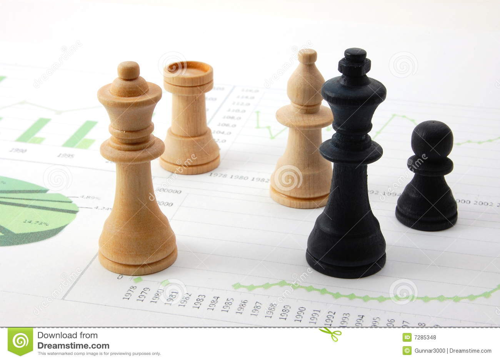 Hombre del ajedrez sobre carta de asunto