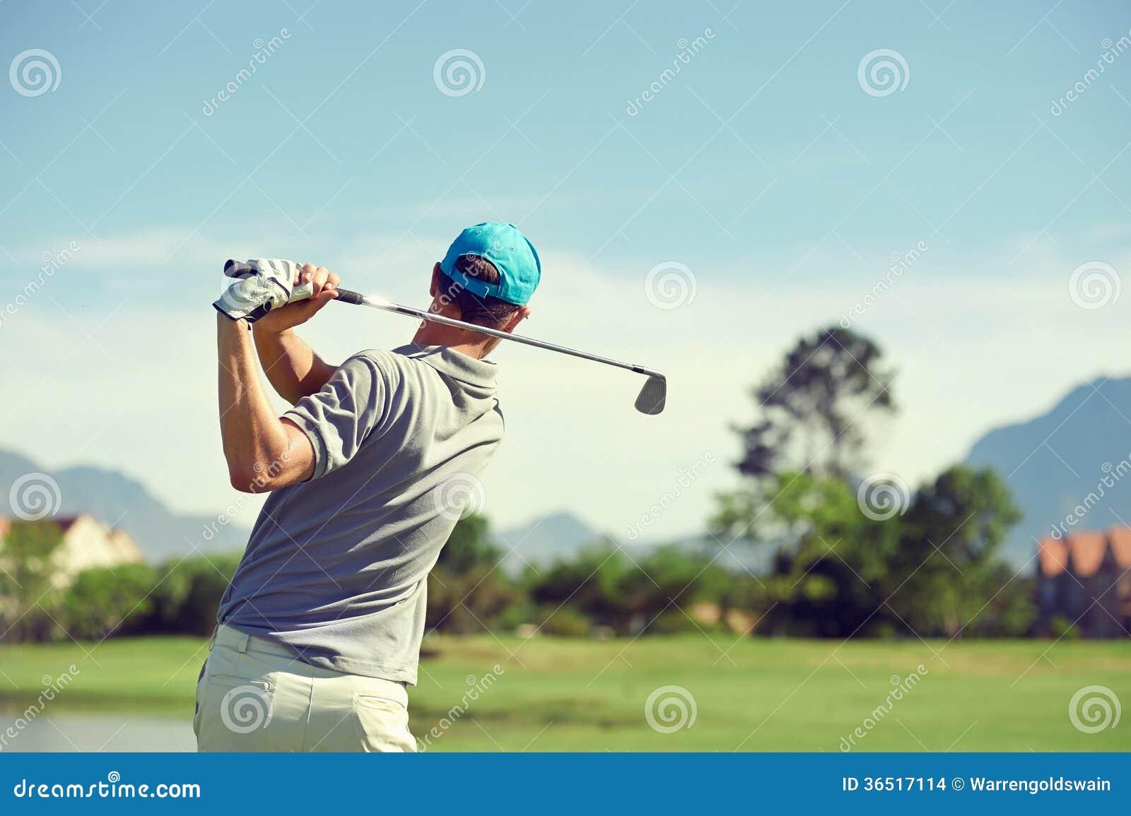 Hombre del tiro de golf