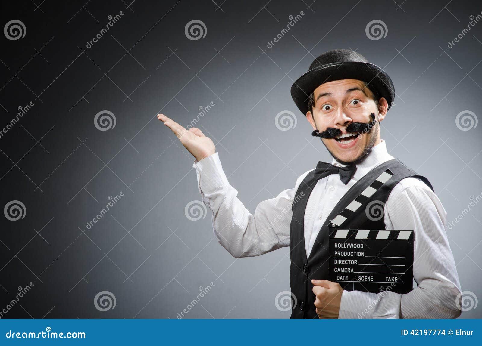 Hombre divertido con la chapaleta de la película