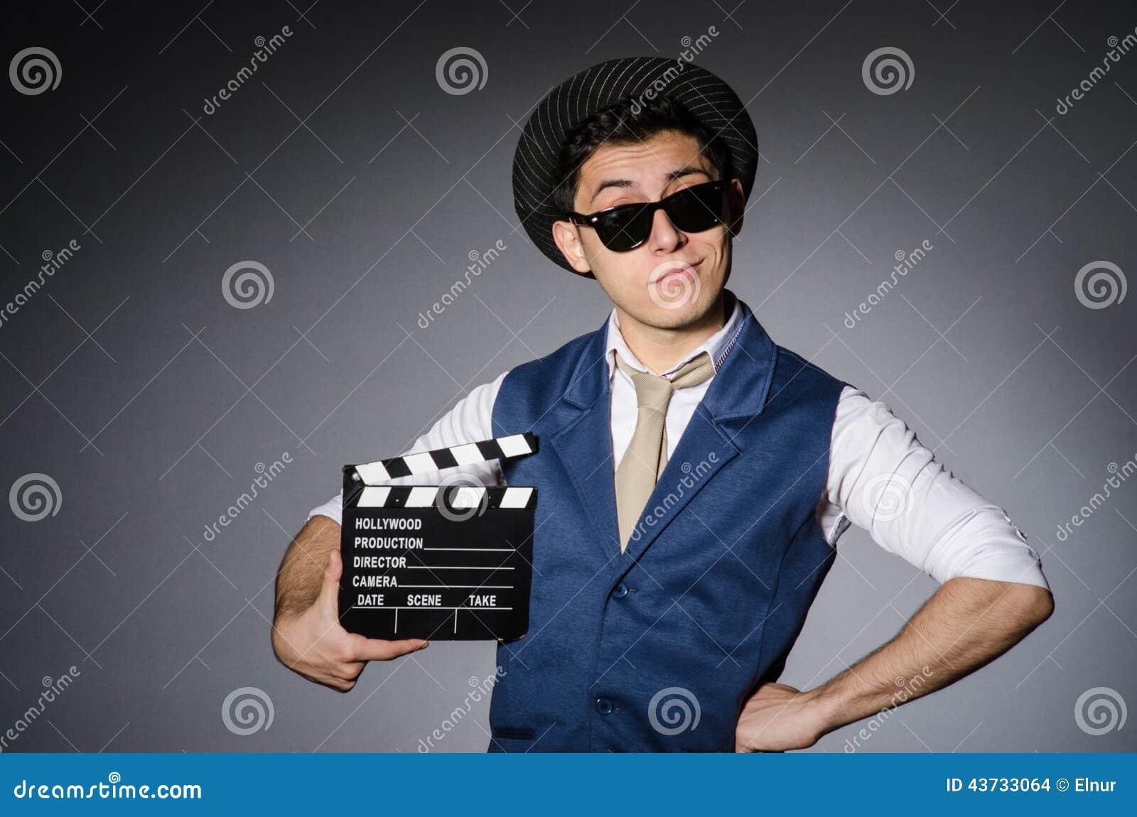 Hombre divertido con película