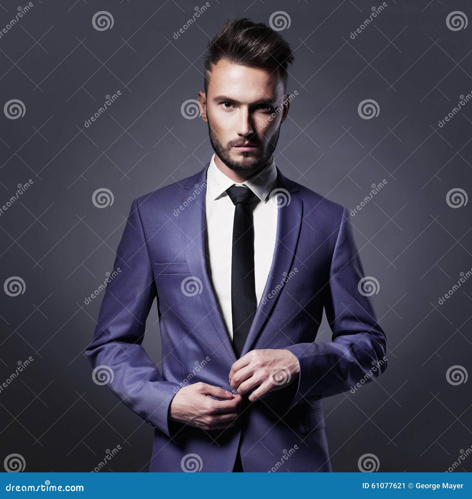 Hombre Elegante Hermoso En Traje Azul Imagen de archivo - Imagen de ... 94697c55656