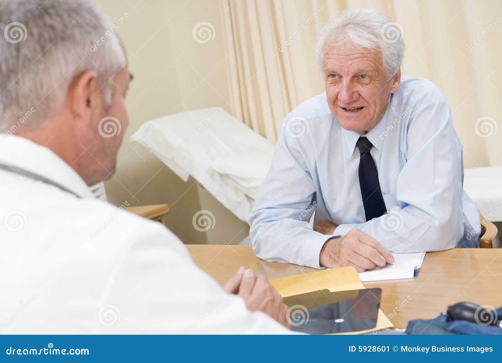 Hombre en la oficina del doctor imagen de archivo imagen for Xxx porno en la oficina