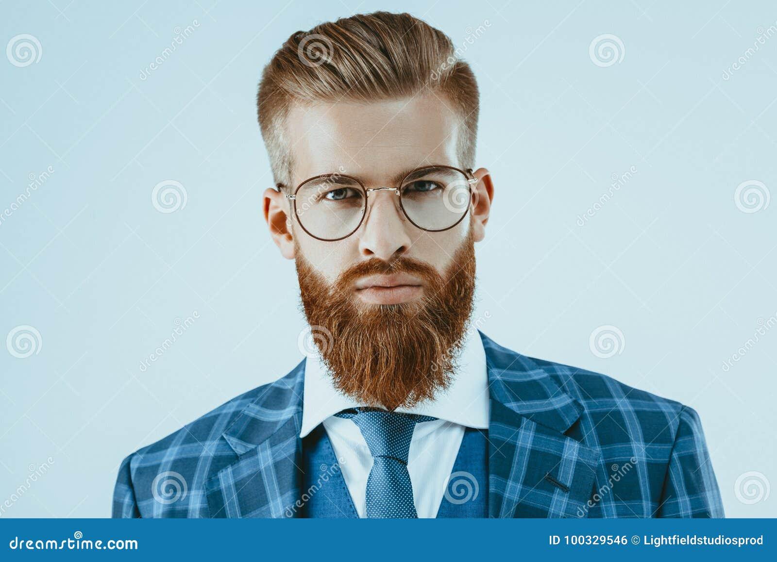 Hombre En Lentes Con El Peinado Elegante Foto De Archivo Imagen De