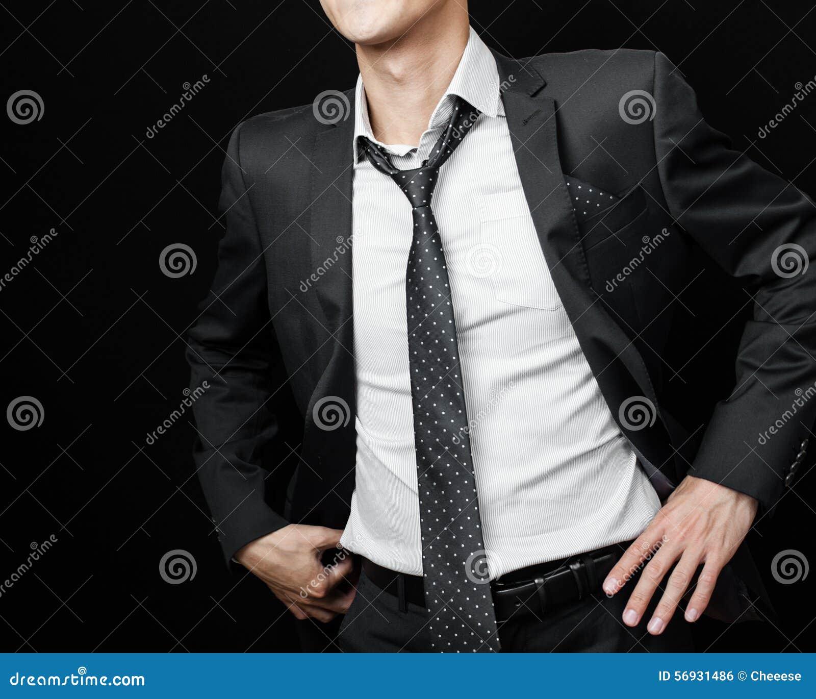 Hombre En Traje En Un Fondo Negro Foto de archivo - Imagen de negro ... a764209cd49