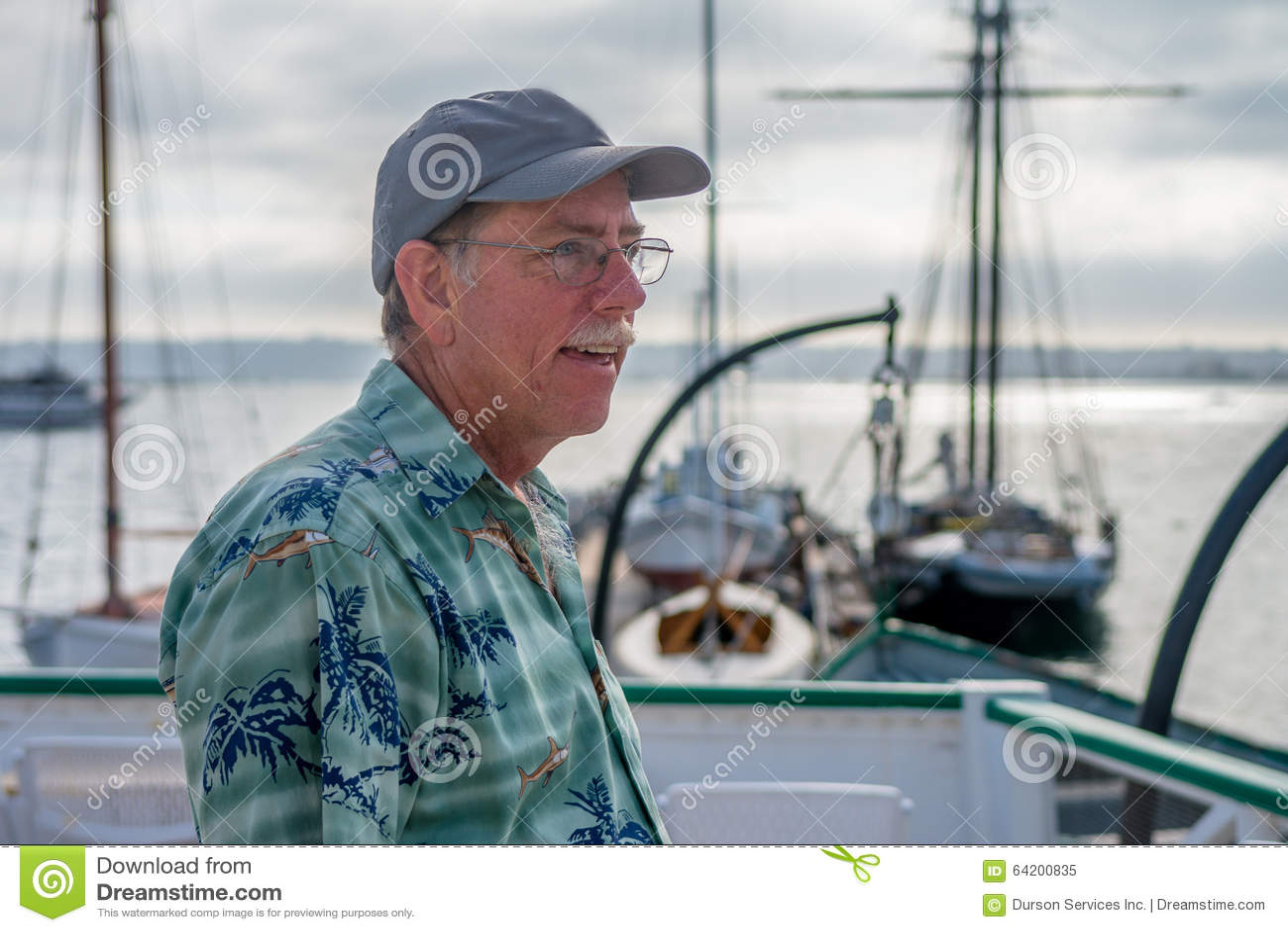 Hombre en un barco