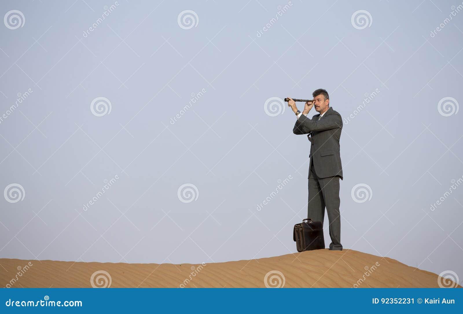 Resultado de imagen para hombre con catalejos imagenes