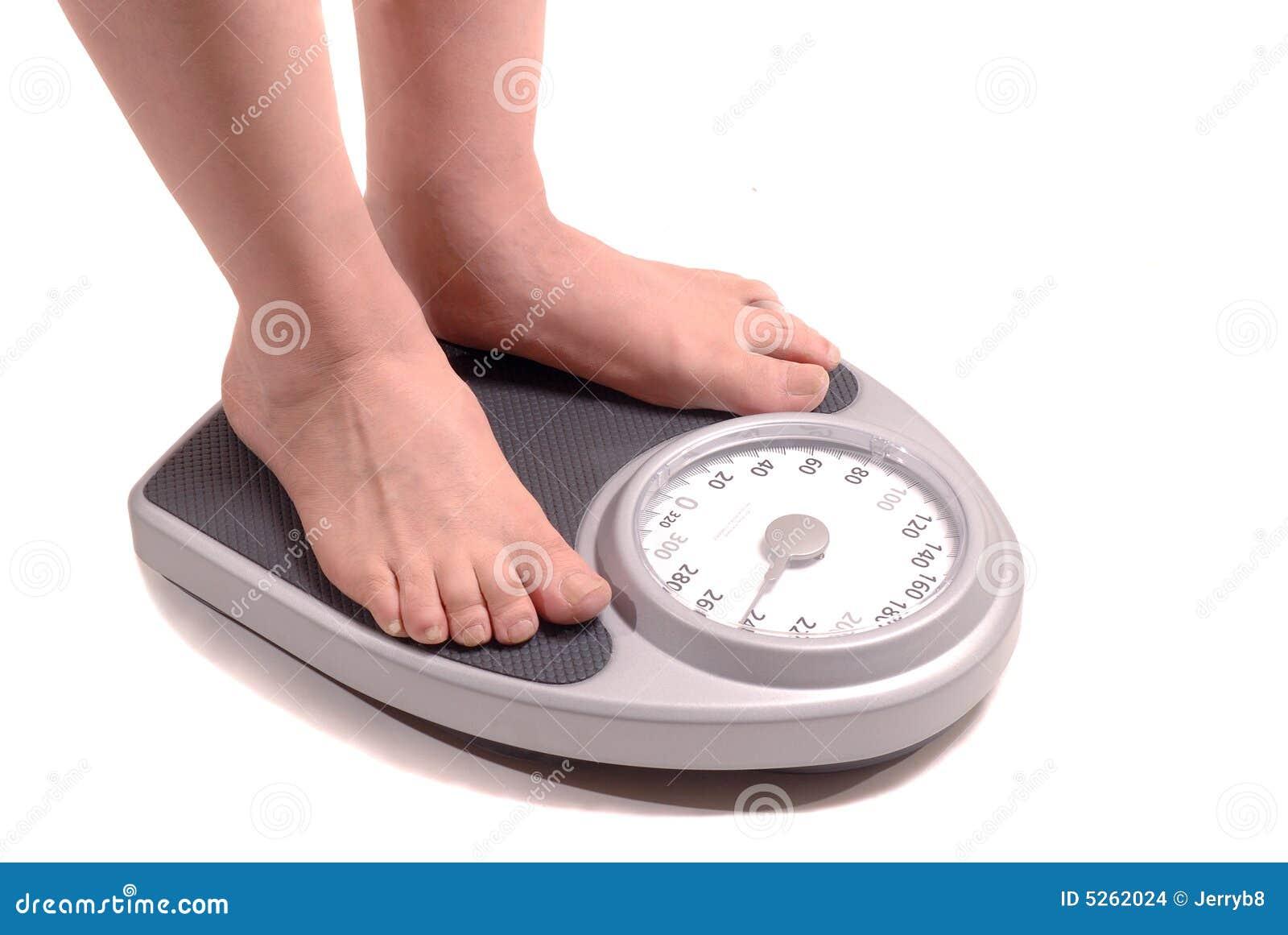 Hombre gordo en escala