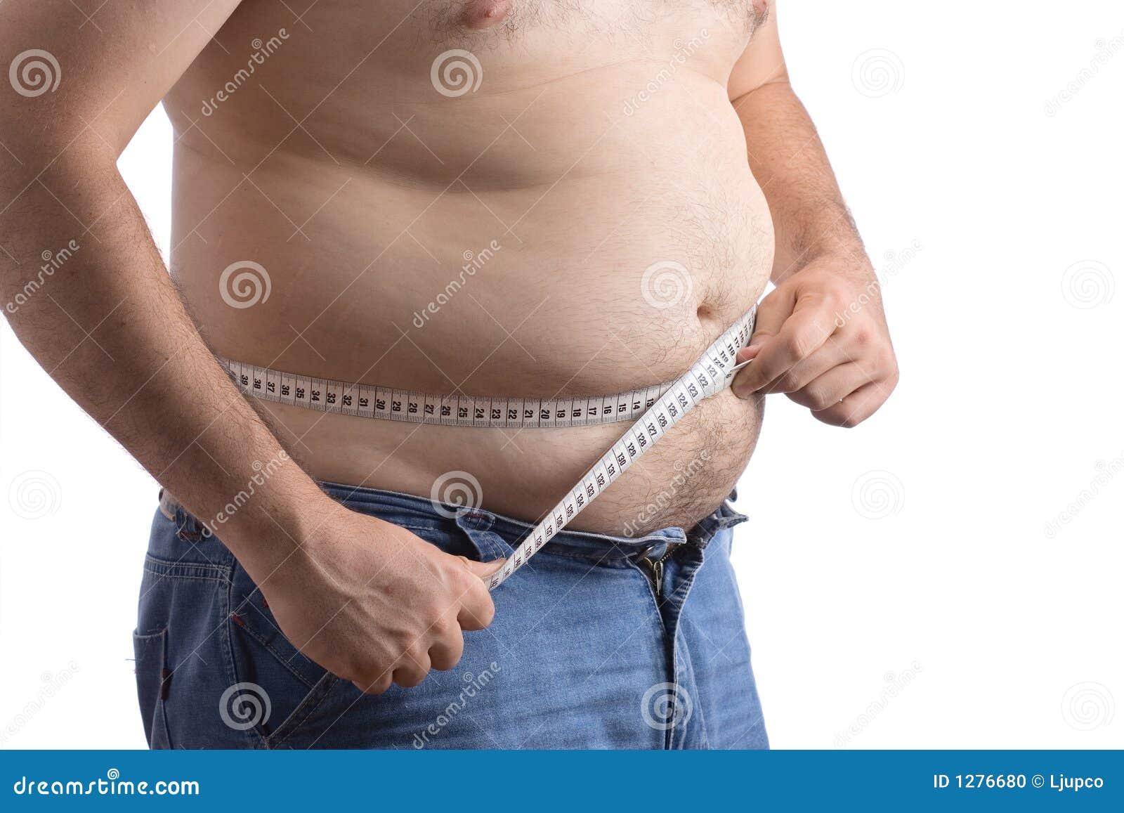 Hombre gordo que sostiene una cinta de la medida