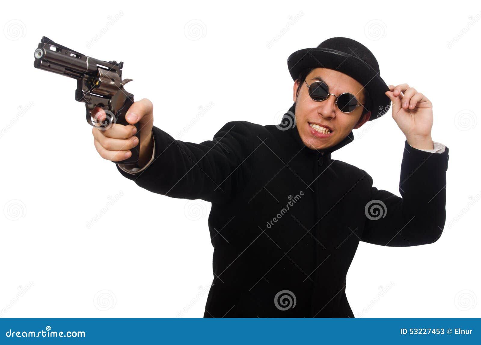Hombre joven con el arma aislado en blanco