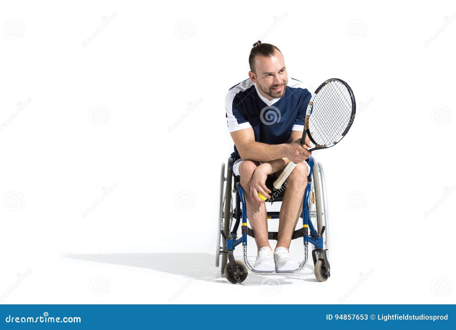 Joven Ruedas Con Tenis Se Sienta Que La Silla De Hombre En Estafa mNO08wvn