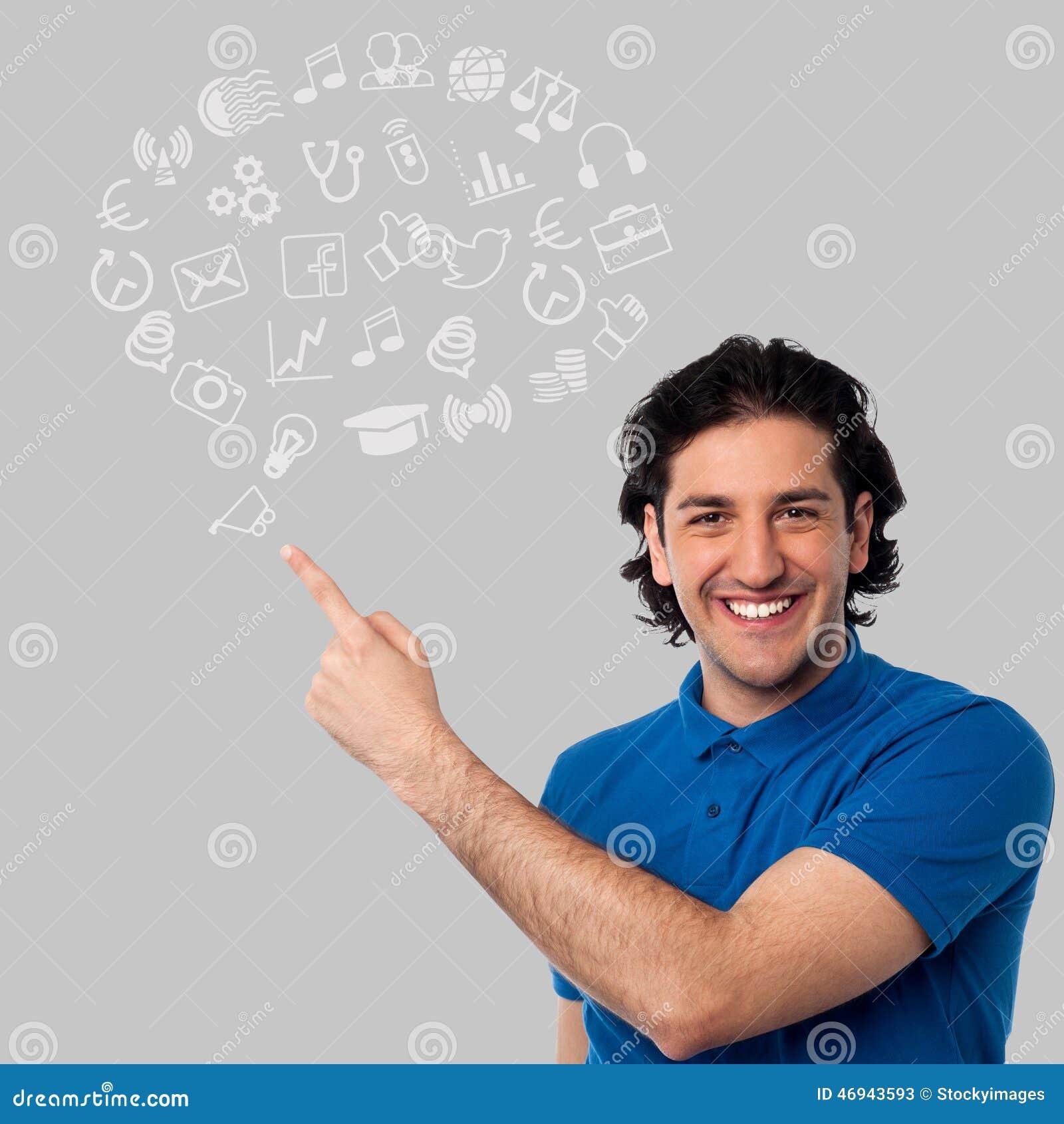 Hombre joven con los iconos incompletos