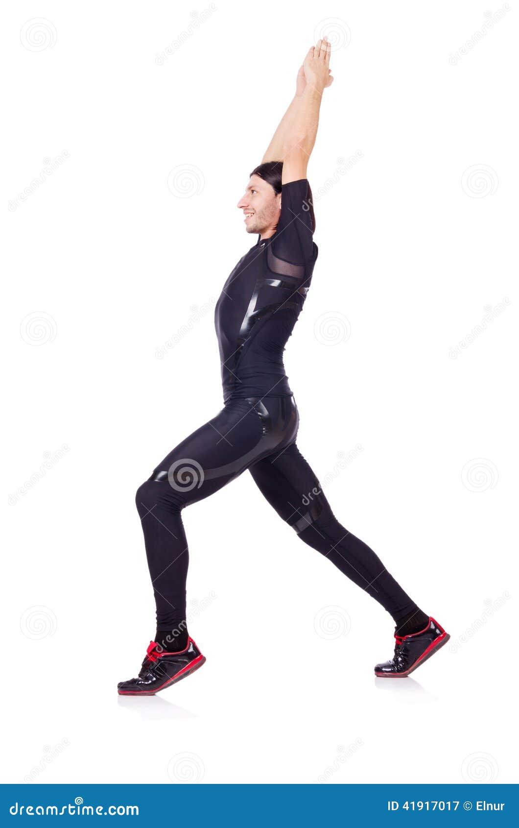 Hombre joven que hace ejercicios