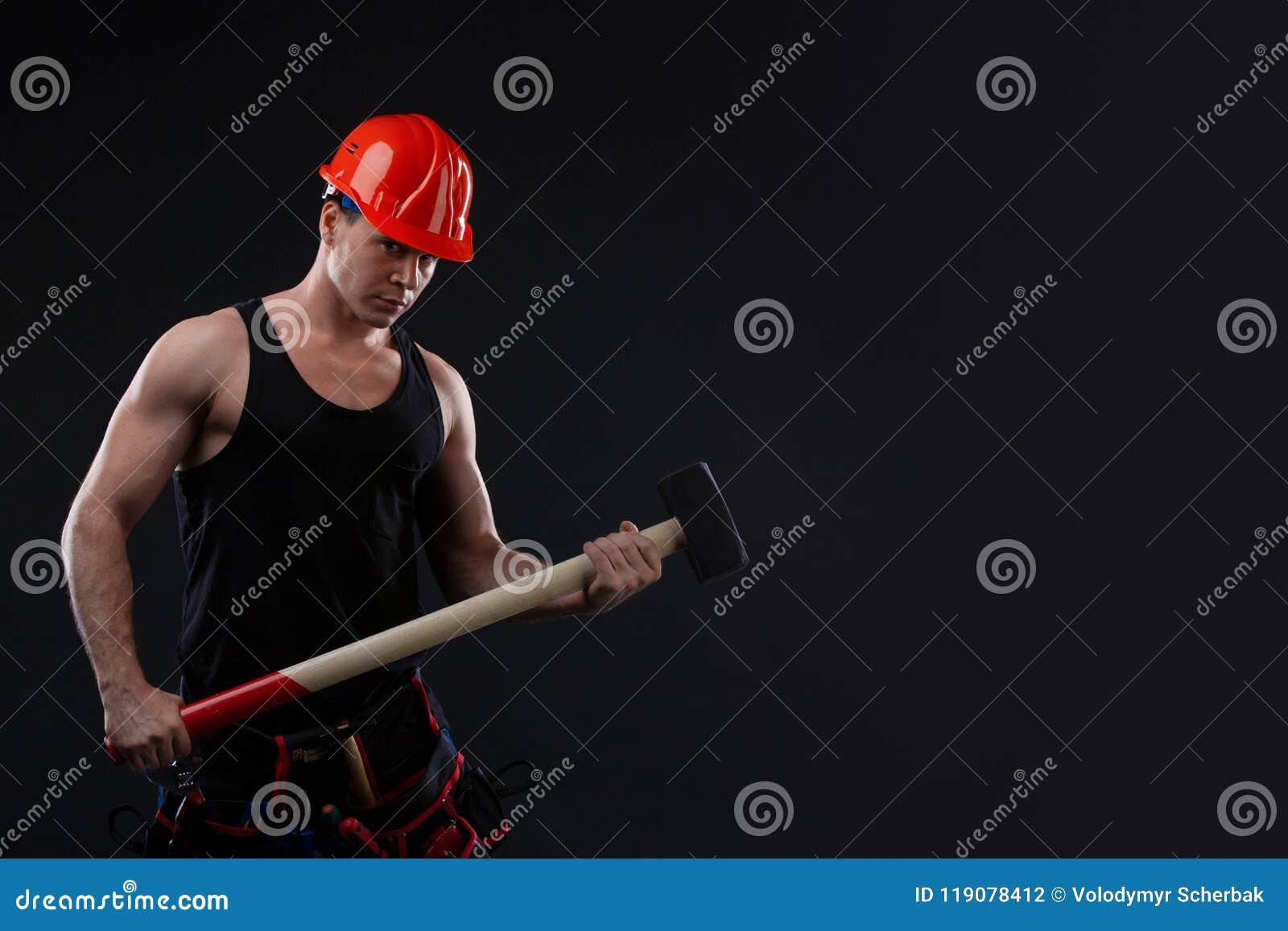 Hombre Muscular En Casco Anaranjado Con La Gran Anatomía Que ...