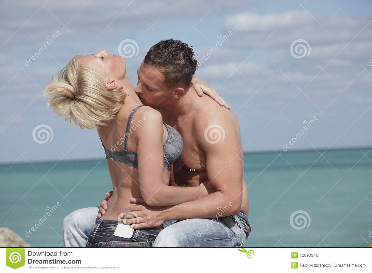 Roflzone best ways to kiss your girlfriend