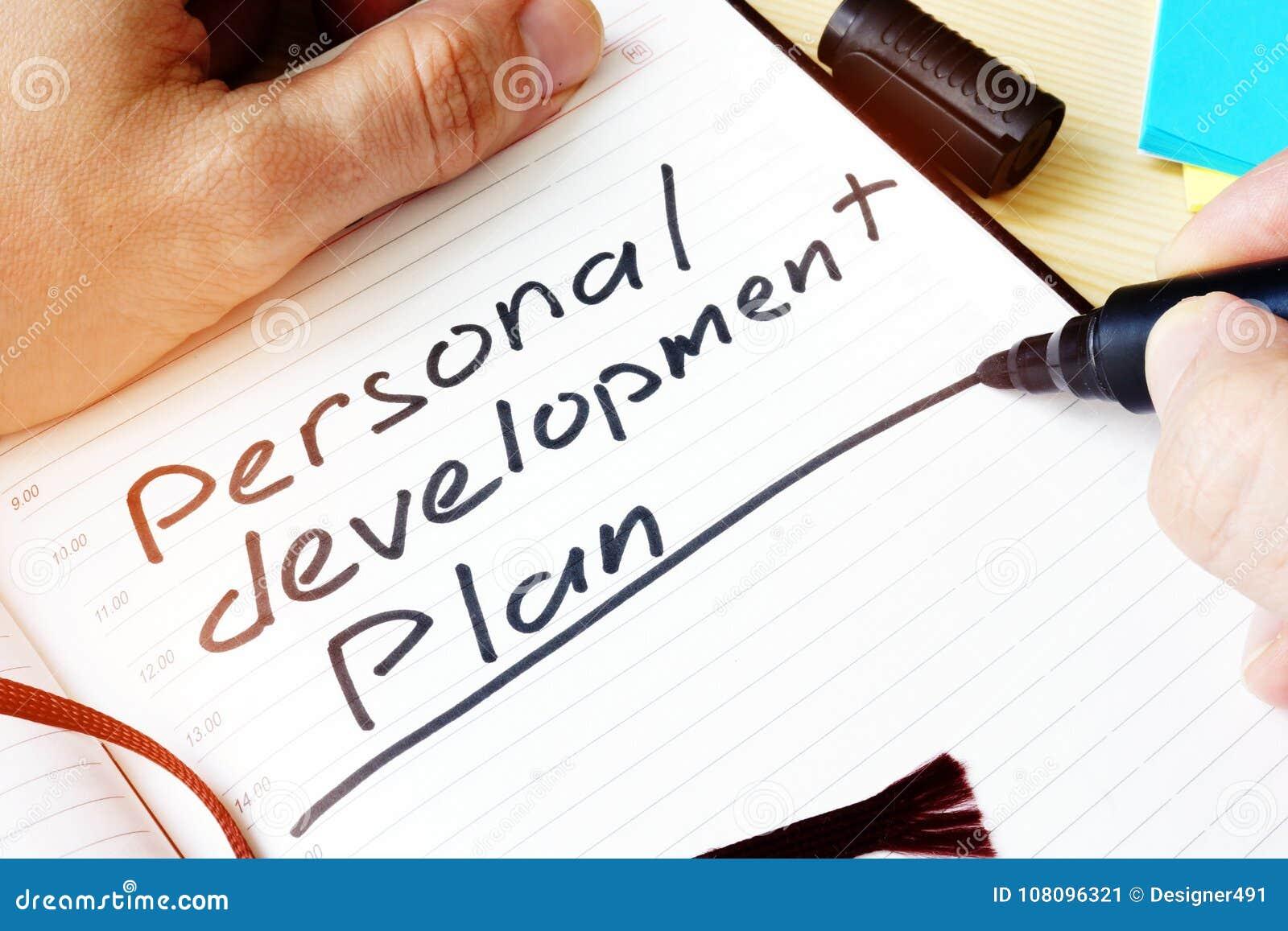 Hombre Que Escribe Plan De Desarrollo Personal Imagen de archivo ...