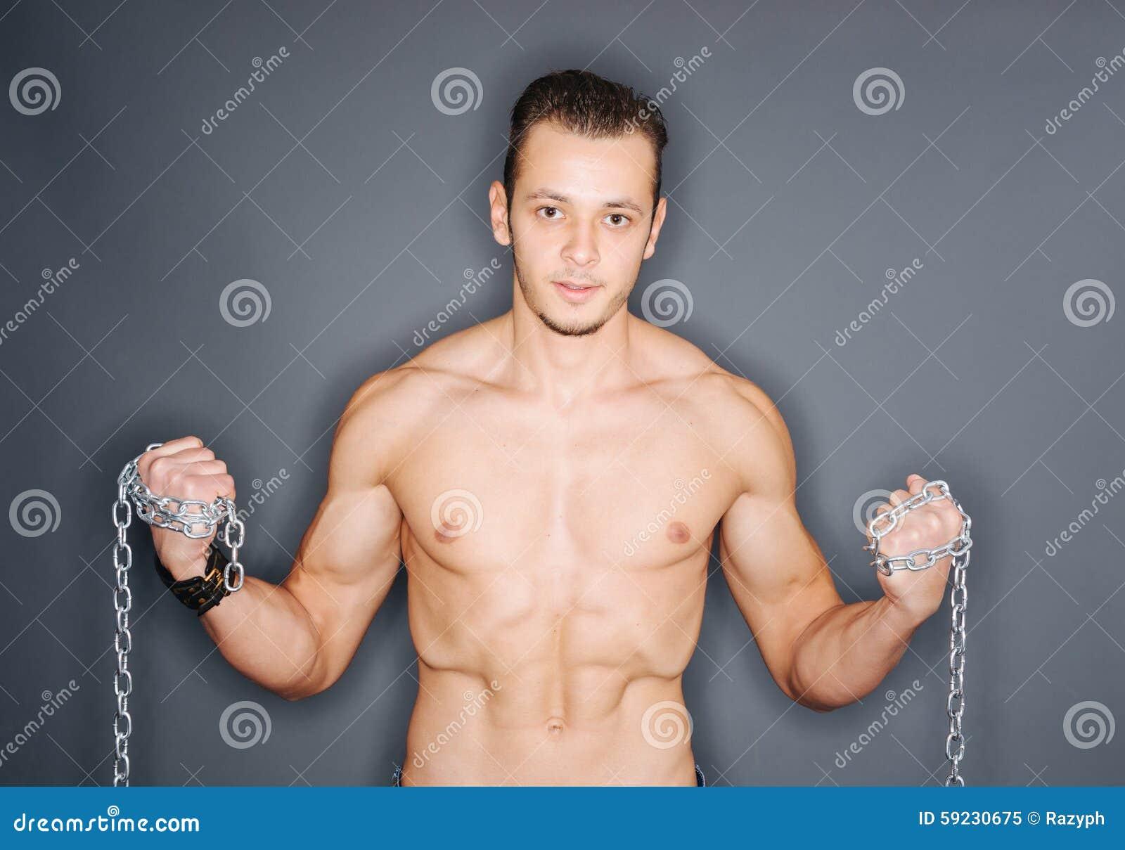 Download Hombre Que Sostiene Cadenas Imagen de archivo - Imagen de well, vitalidad: 59230675