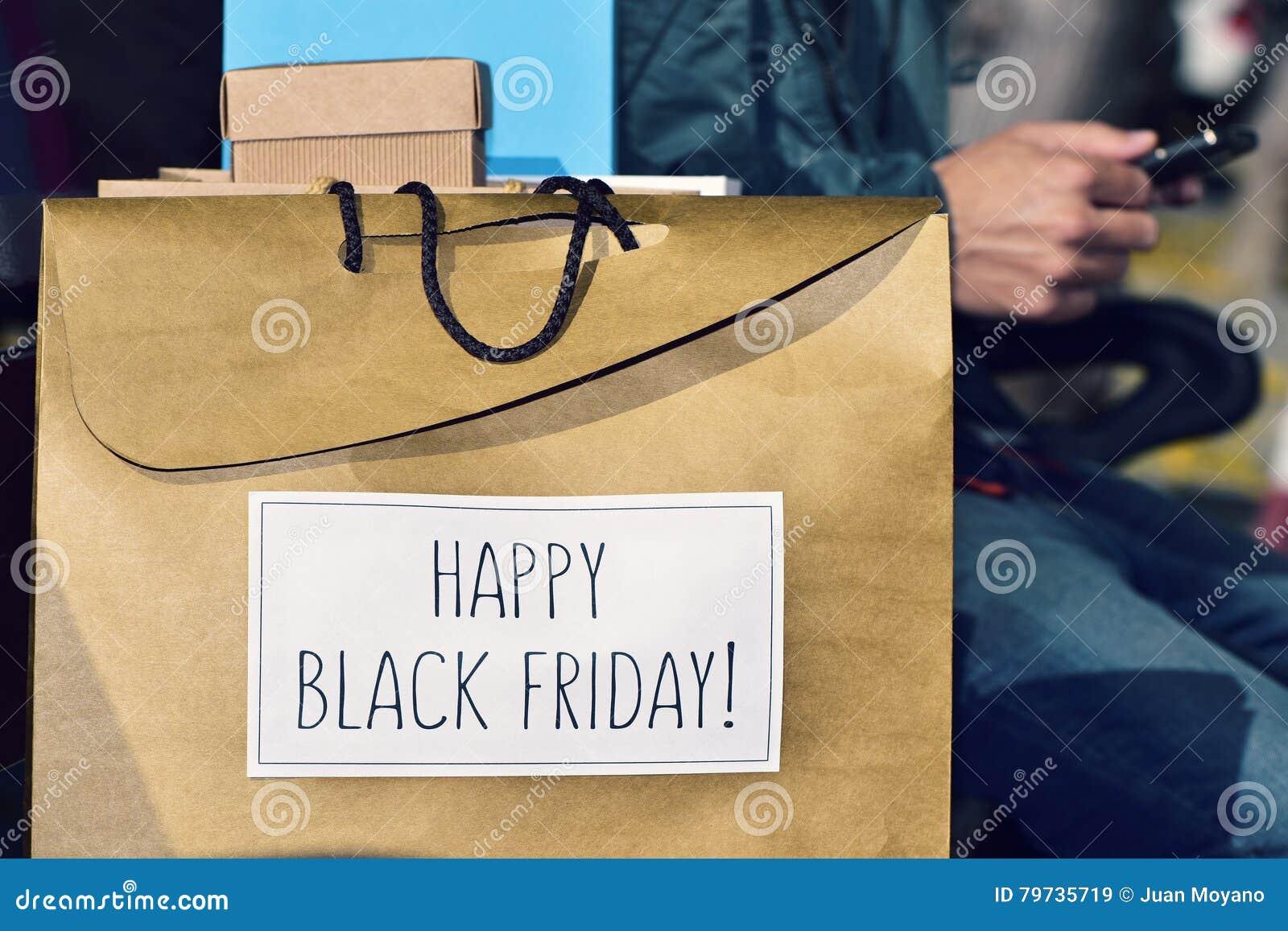 Hombre y bolso con el texto viernes negro feliz