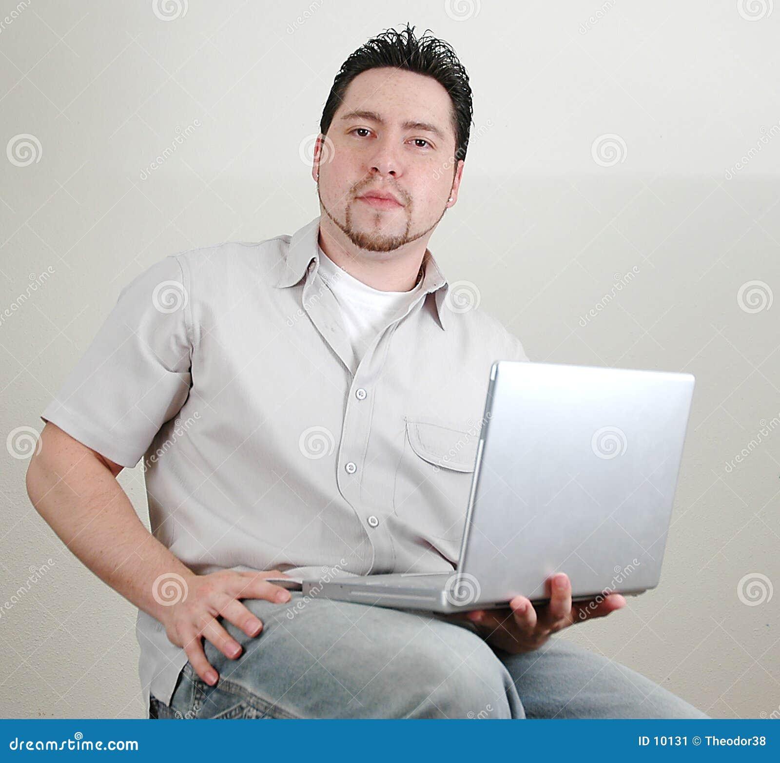 Hombre y computer-6