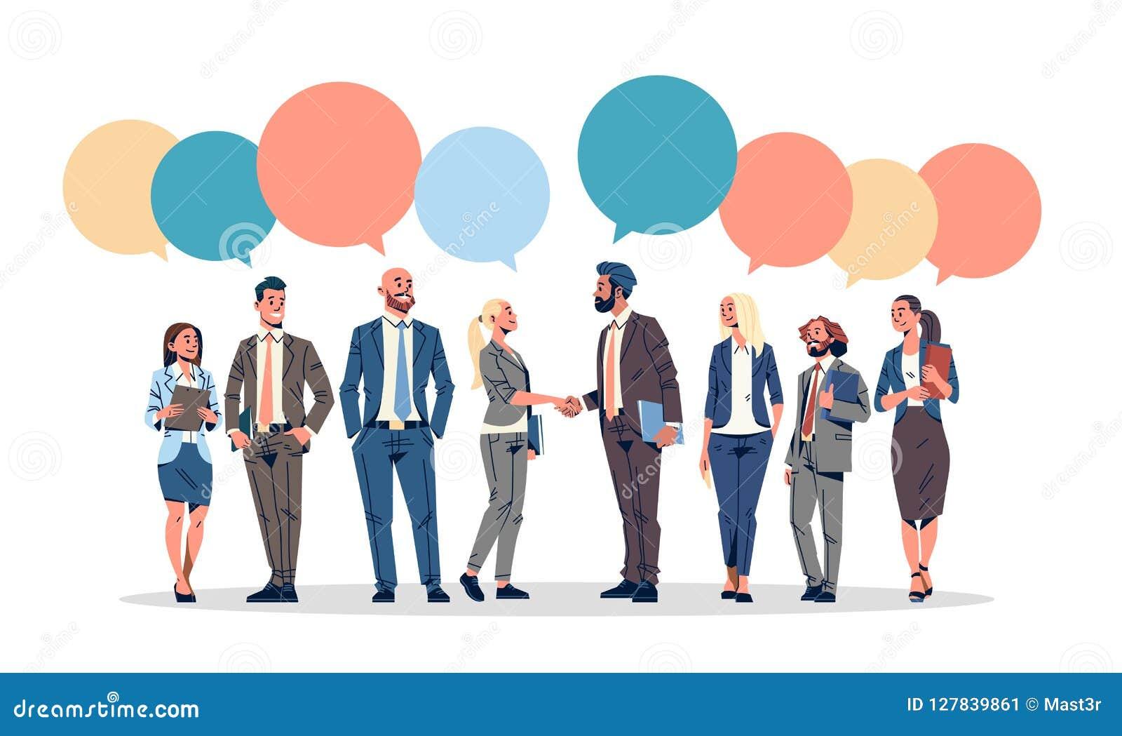 Hombres de negocios del grupo de la charla de la burbuja de la comunicación del concepto de los hombres de negocios de las mujere