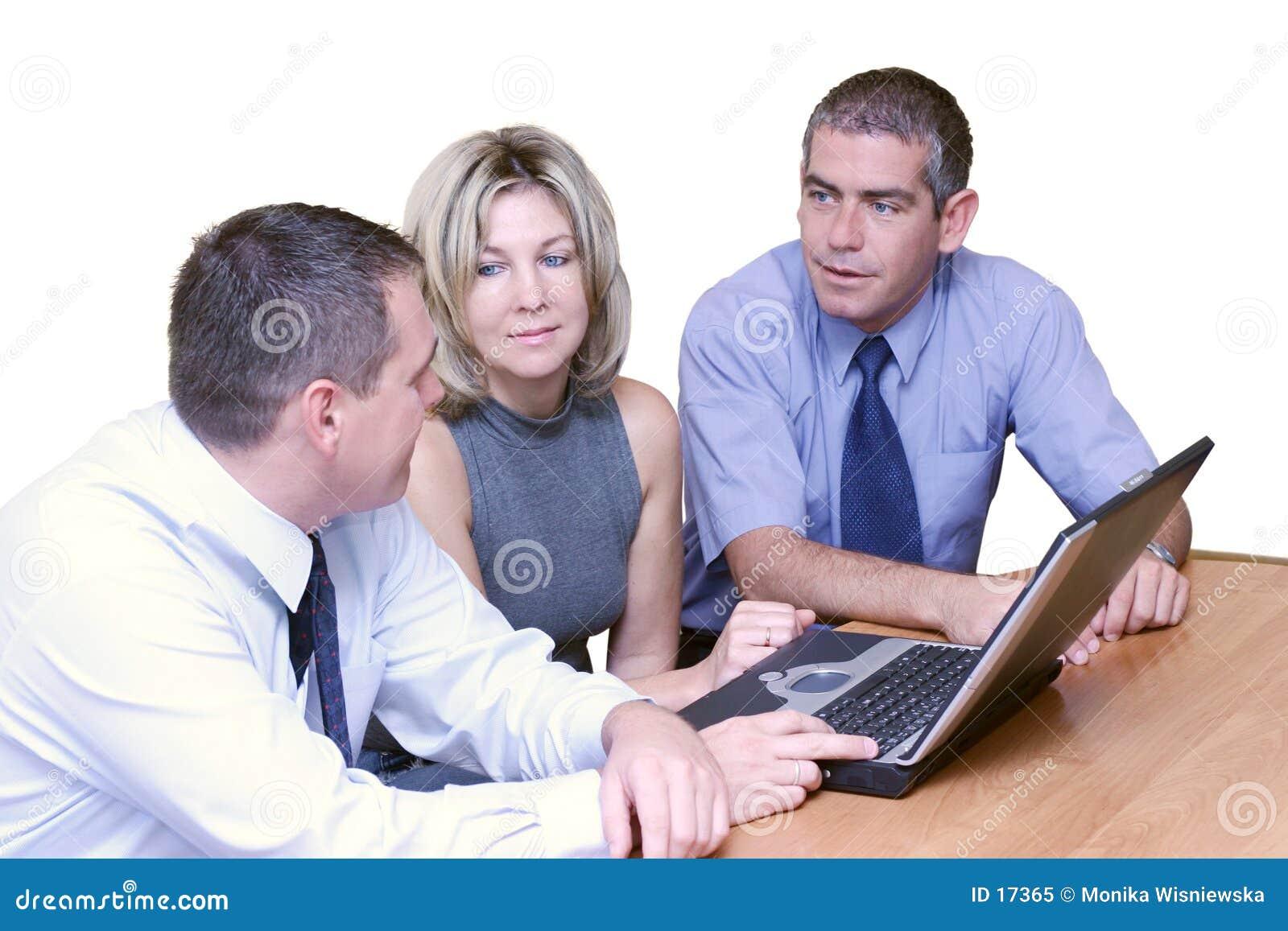Hombres de negocios - discusión