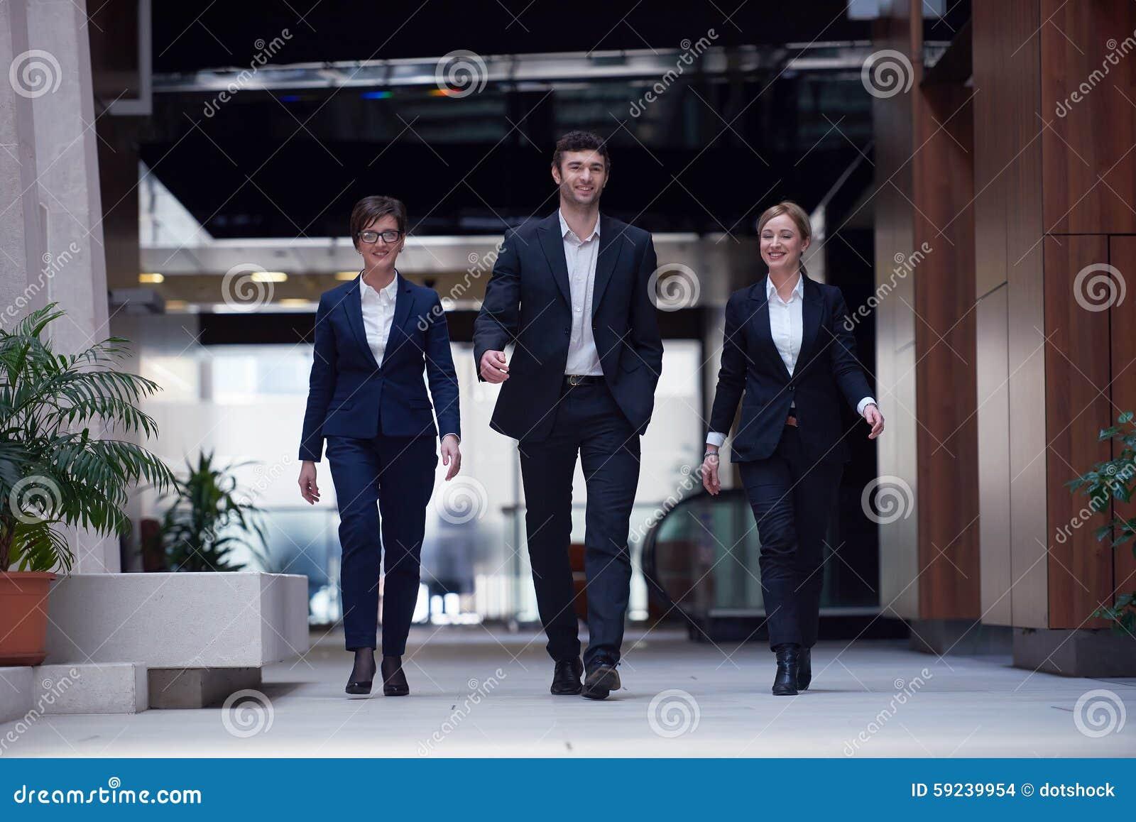 Download Hombres De Negocios El Recorrer De Las Personas Foto de archivo - Imagen de blur, discusión: 59239954