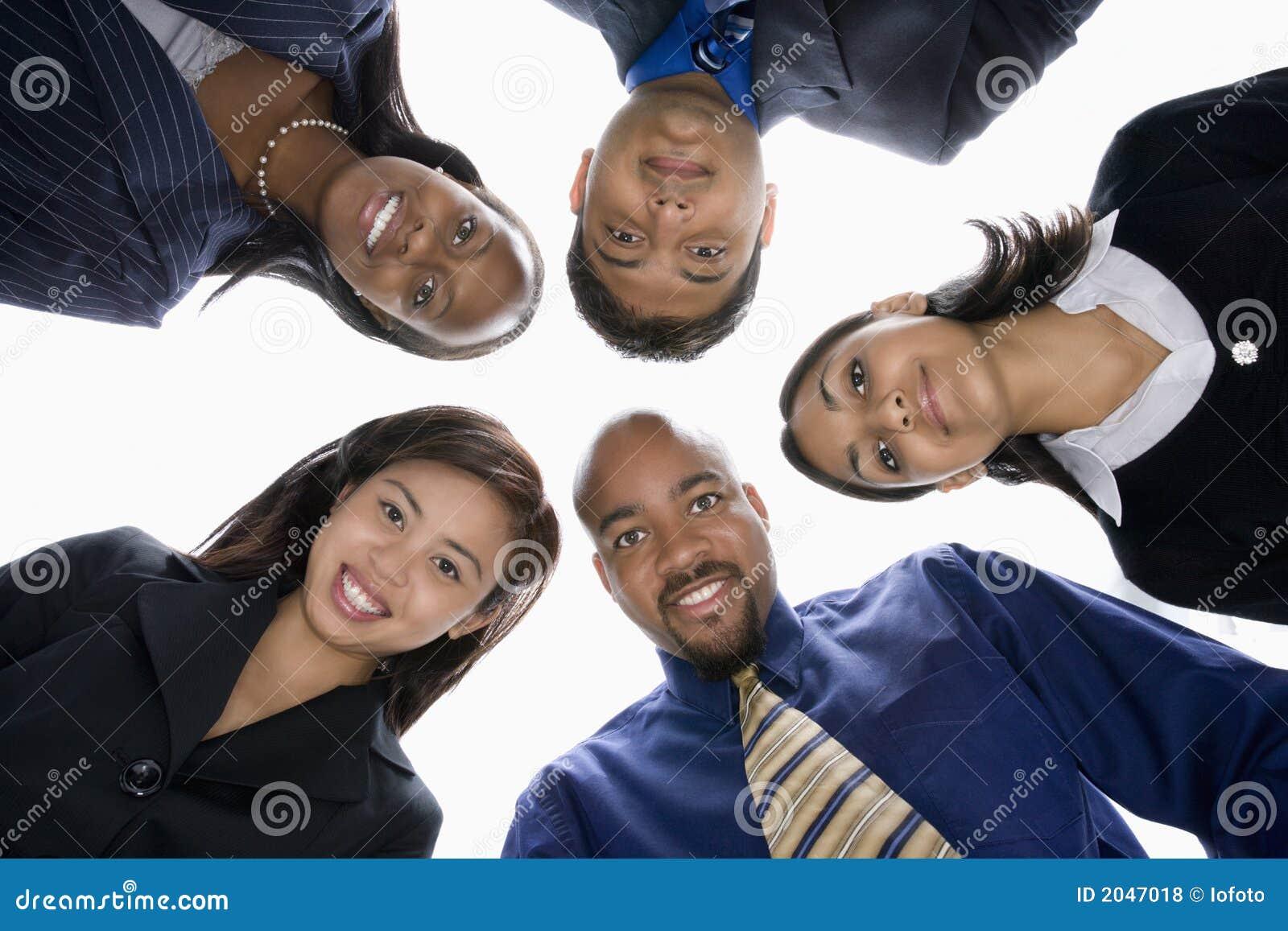 Hombres de negocios en grupo
