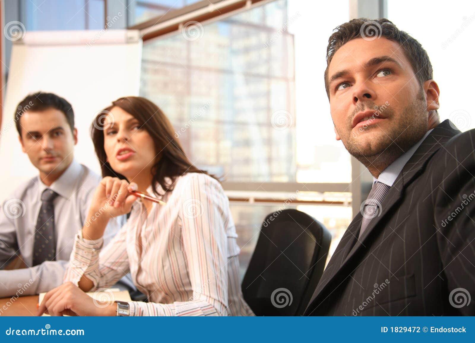 Hombres de negocios en la acción