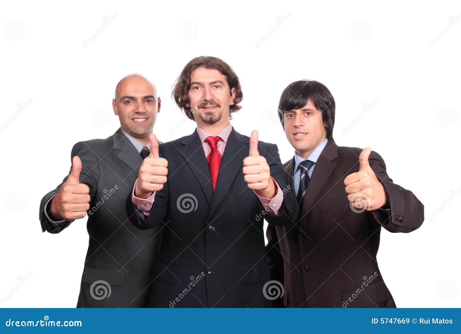 Hombres de negocios felices con los pulgares para arriba