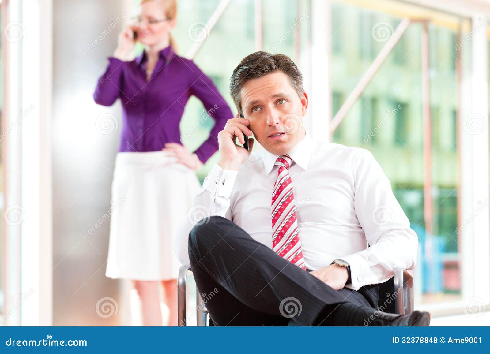oficina sentando