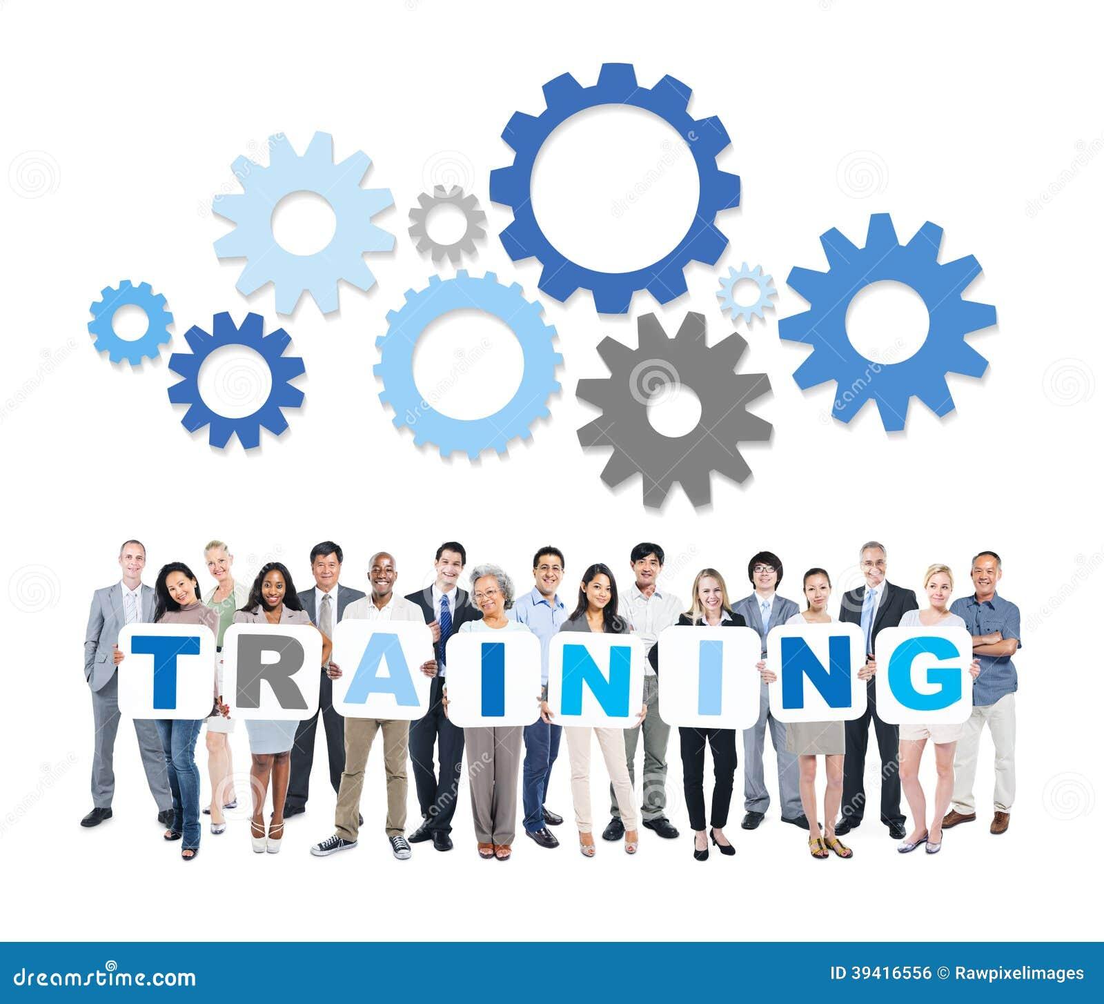 Hombres de negocios multiétnicos que llevan a cabo el entrenamiento de la palabra