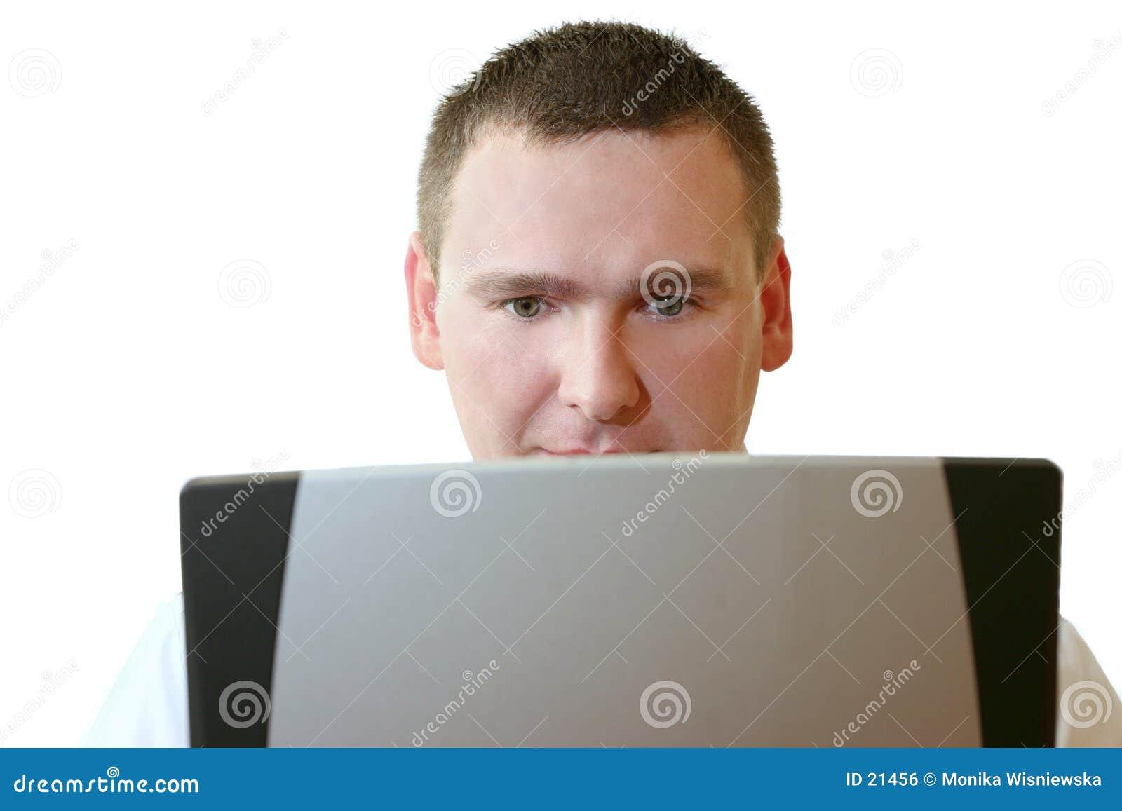 Hombres de negocios - trabajando en la computadora portátil