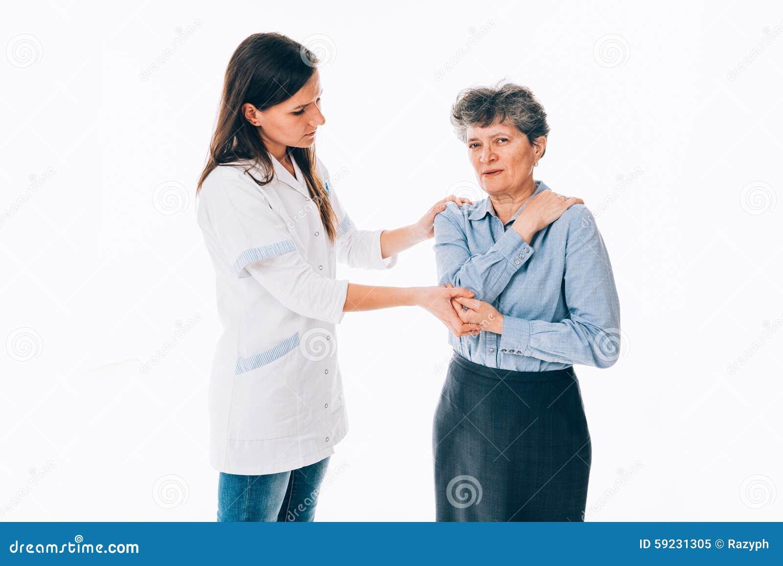 Hombro de examen del ortopedista del paciente