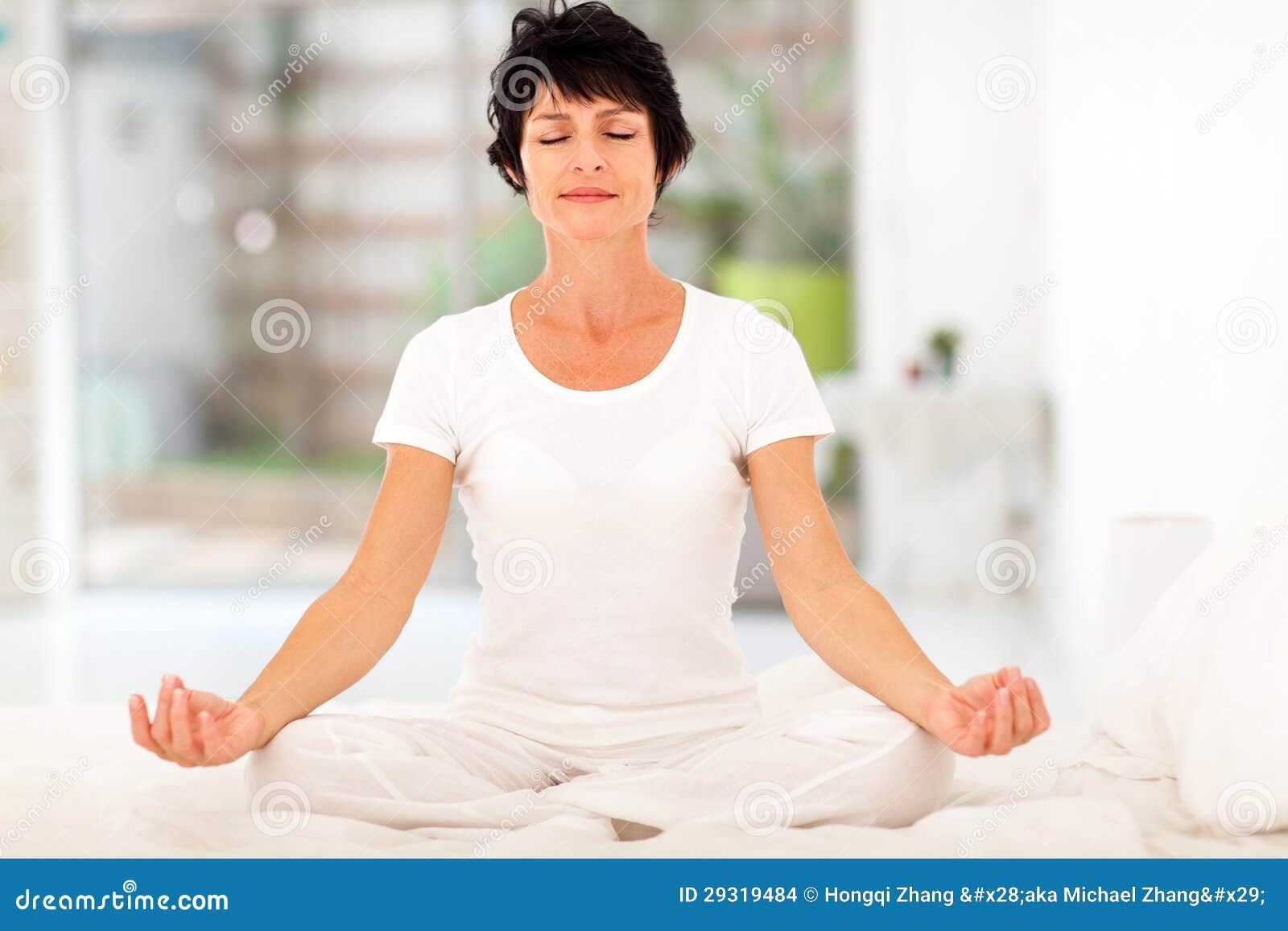 HOME da meditação da mulher