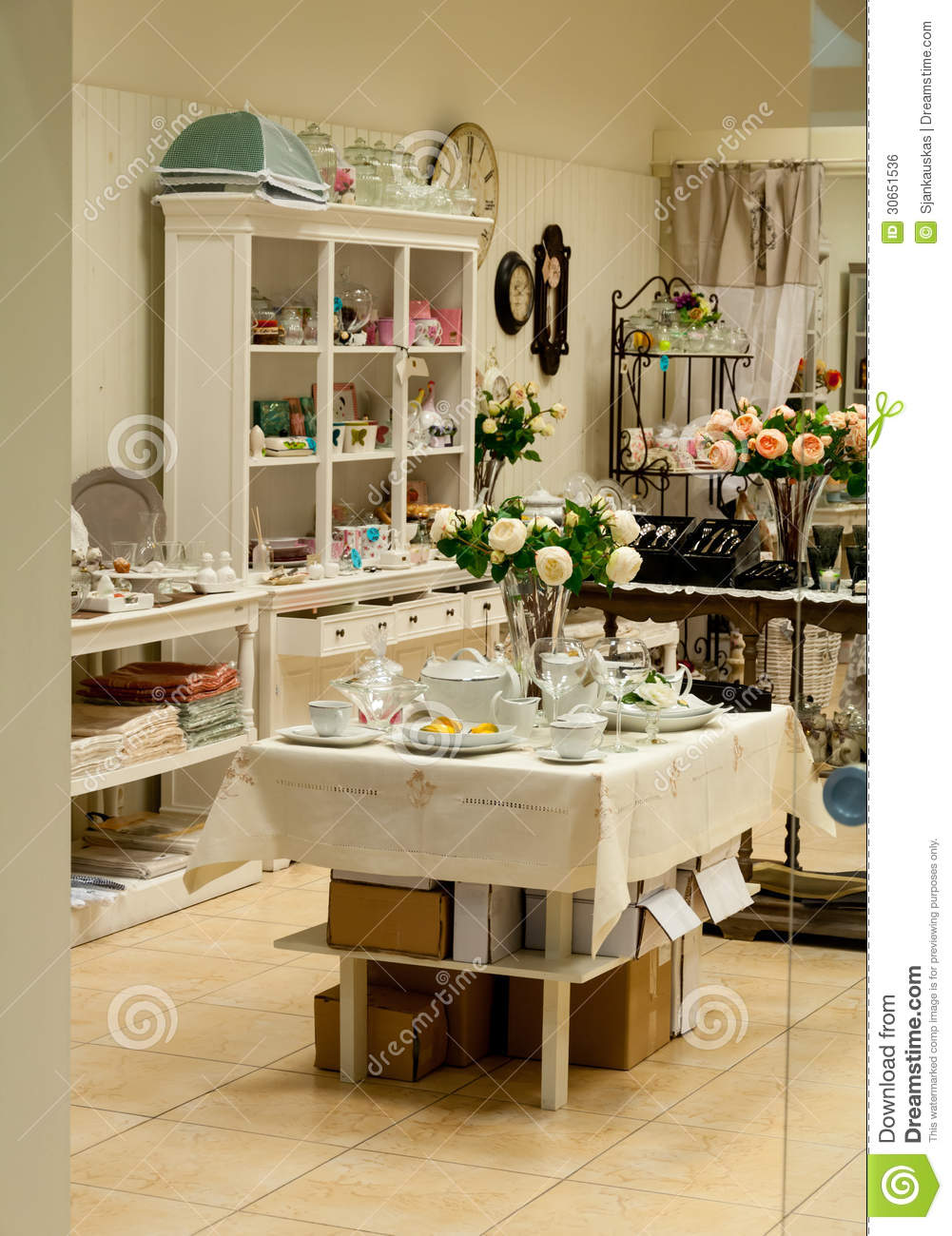Home decor and dishes shop royalty free stock image for Home decorative accessories shopping