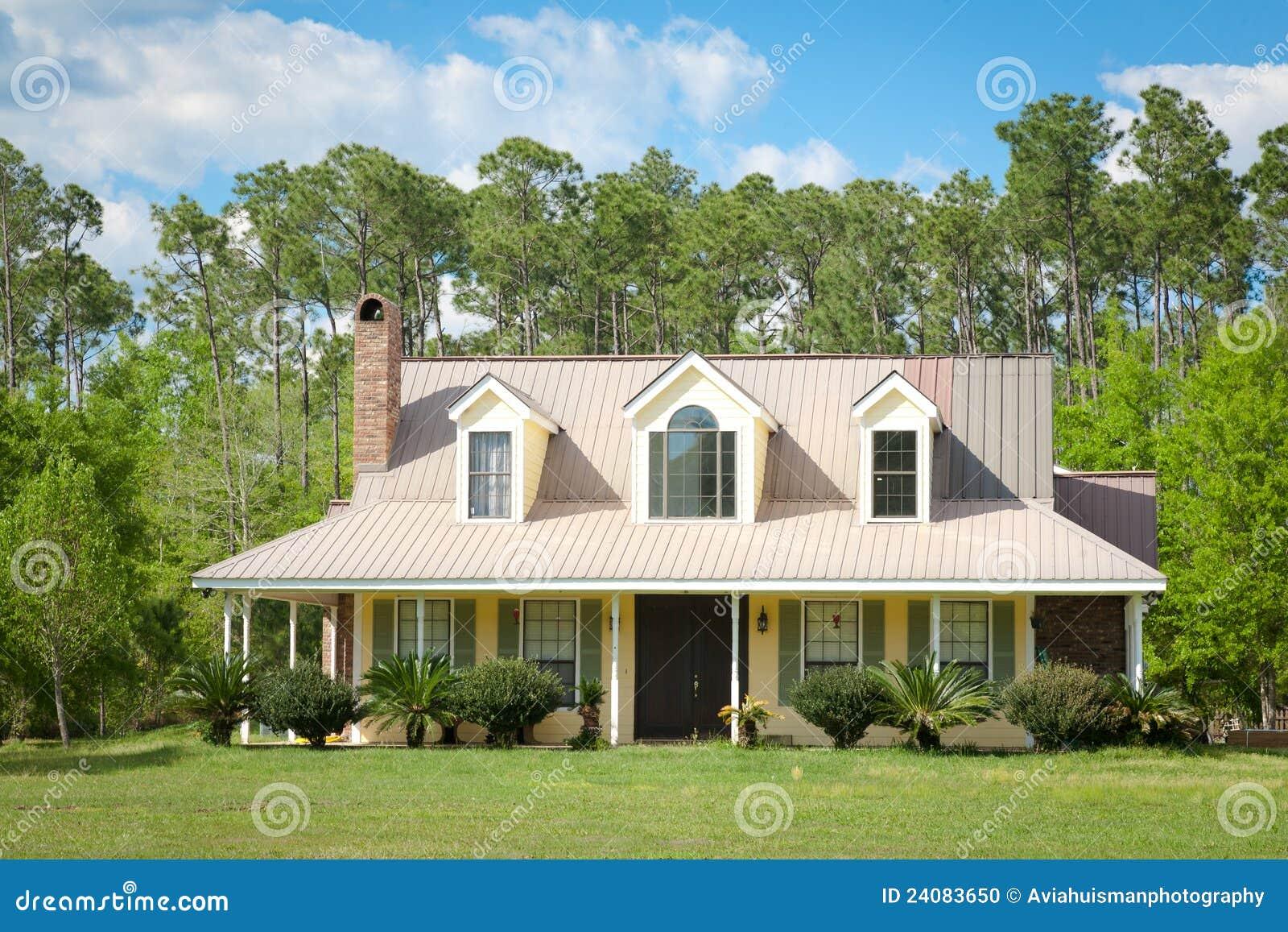 Home e jardim da casa de campo do pa s foto de stock for Planos de casas norteamericanas